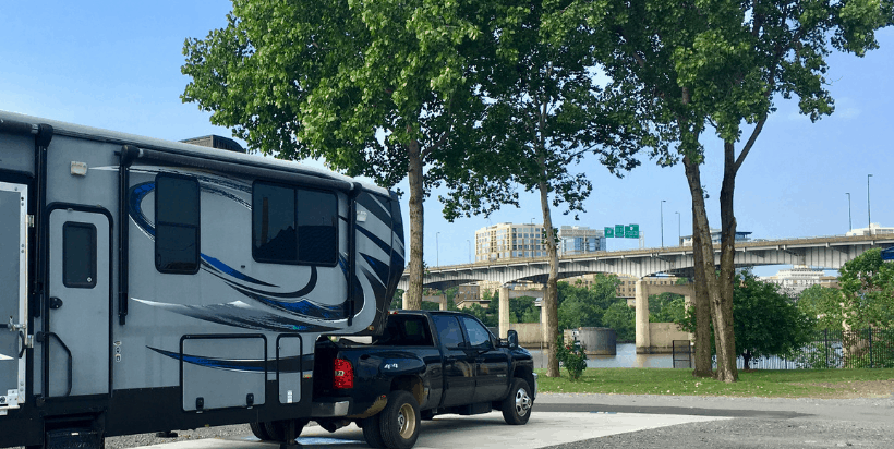 If you need easy access from I-40 to stay for a night or more, consider teh Downtown Riverside RV Park in Little Rock, Arkansas. Easy on, off from the interstate and views of the Arkansas River, make it a truly unique RV park.