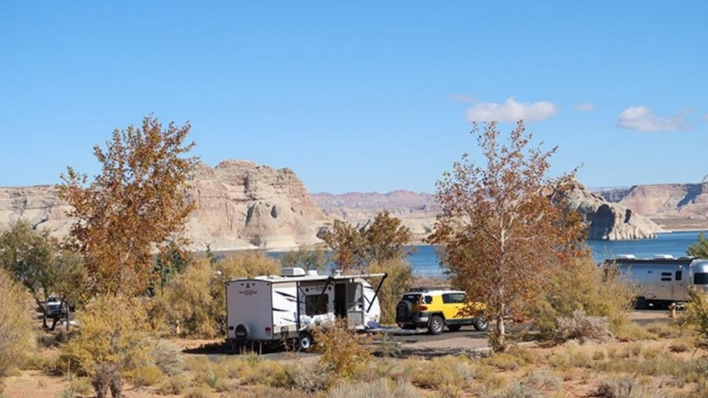 Wahweap RV park and campground is located ¼ mile from the shore of Lake Powell in the Glen Canyon National Recreation Area. The Wahweap Marina offers plenty of fun with a wide variety of boat, jet skis, and kayak rentals.